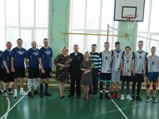 В Северодвинске гимназисты обыграли в баскетбол военных моряков