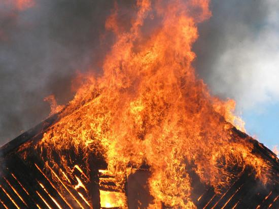 Лешуконец помог семье выбраться из горящего дома ценой собственной жизни