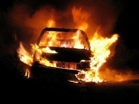 Рано утром в Маймаксе загорелся легковой автомобиль